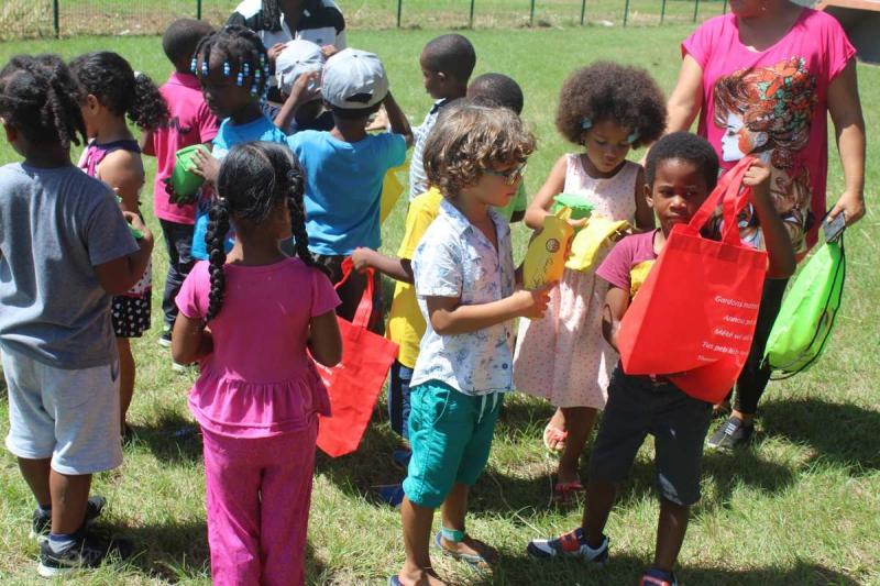 Enfants en activité au Pôle Jeunesse de Mana - 2017